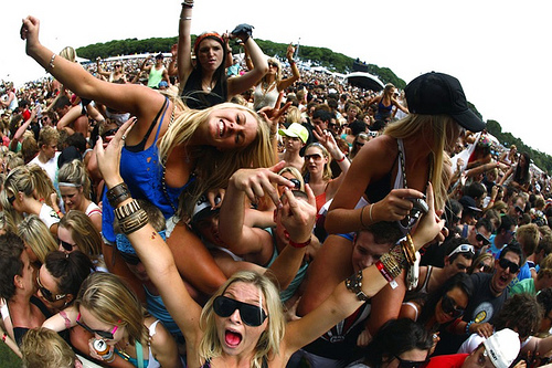 festival-crowd-girls.jpg