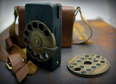 portable-rotary-phone-actually-looks-useful-enough-to-use-today.jpg
